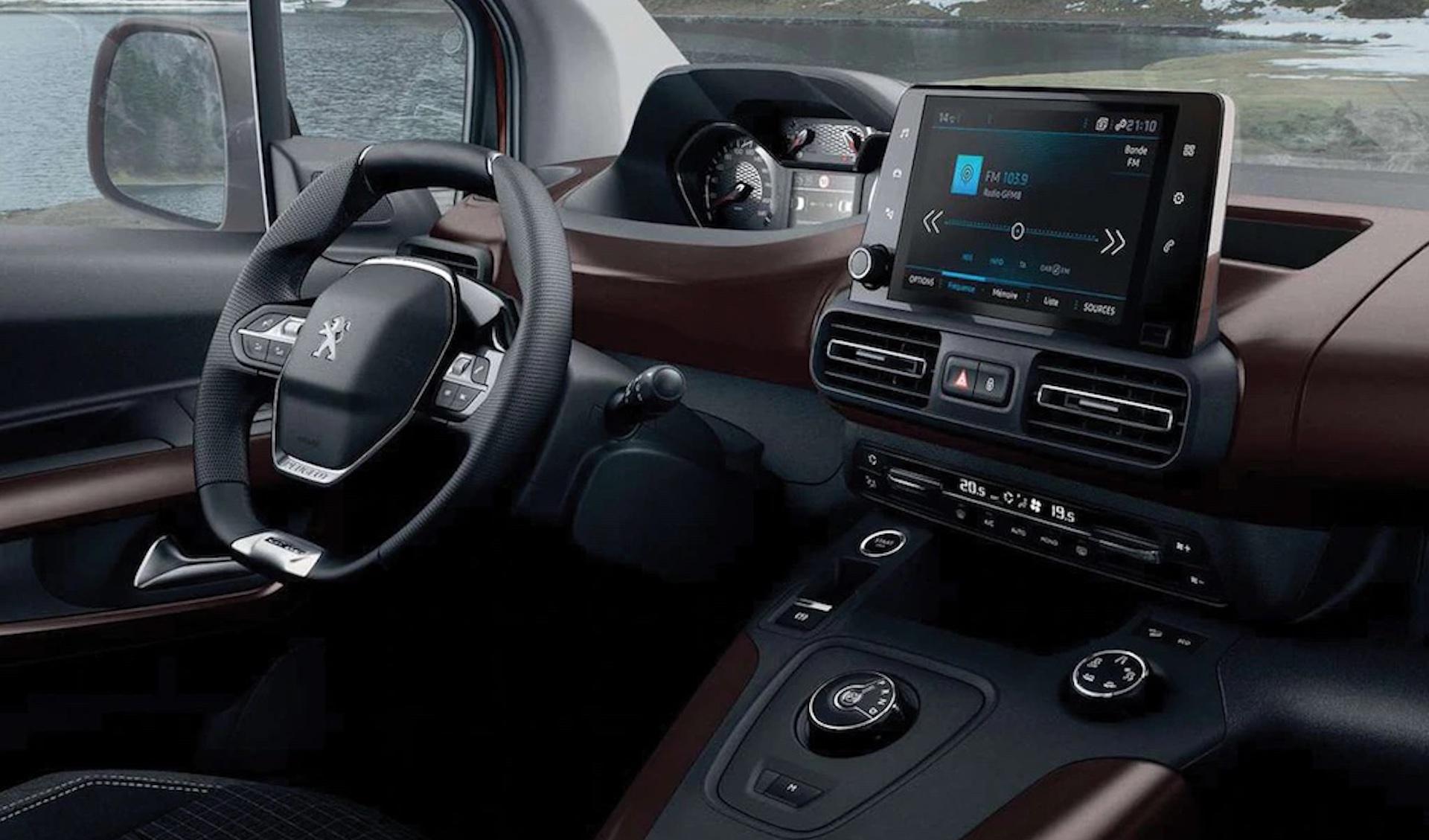 habitáculo do Peugeot Rifter