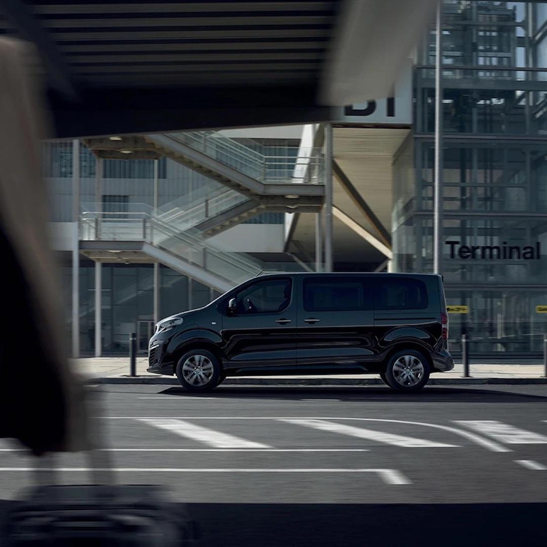 características do Peugeot Traveller Business