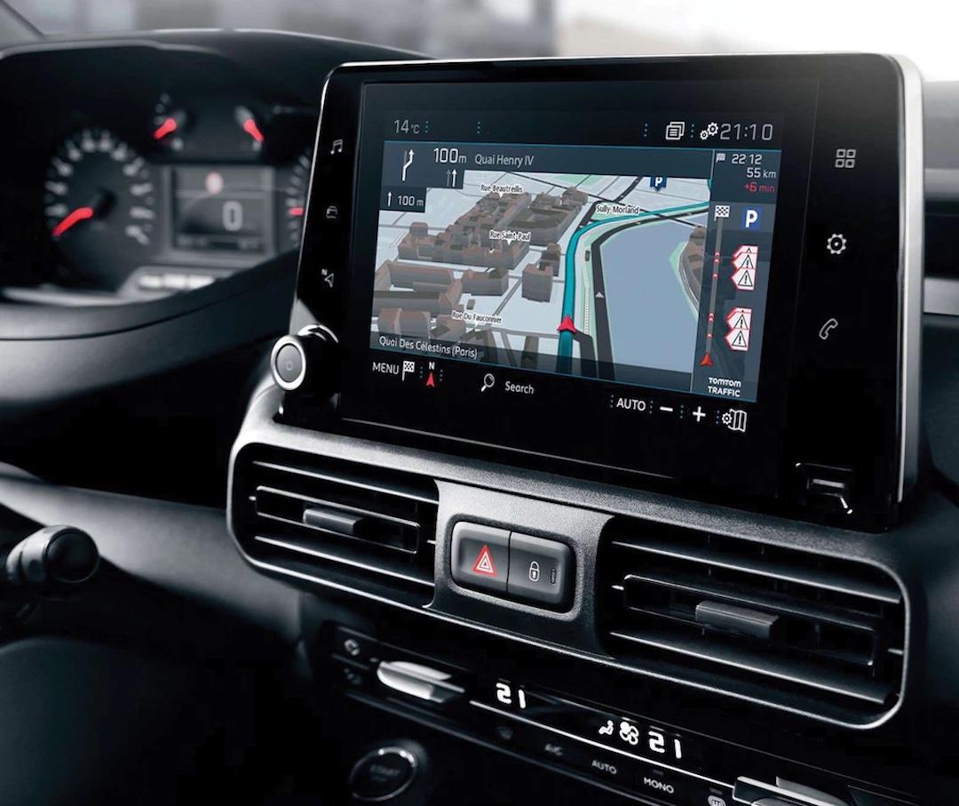 interior do Peugeot Partner