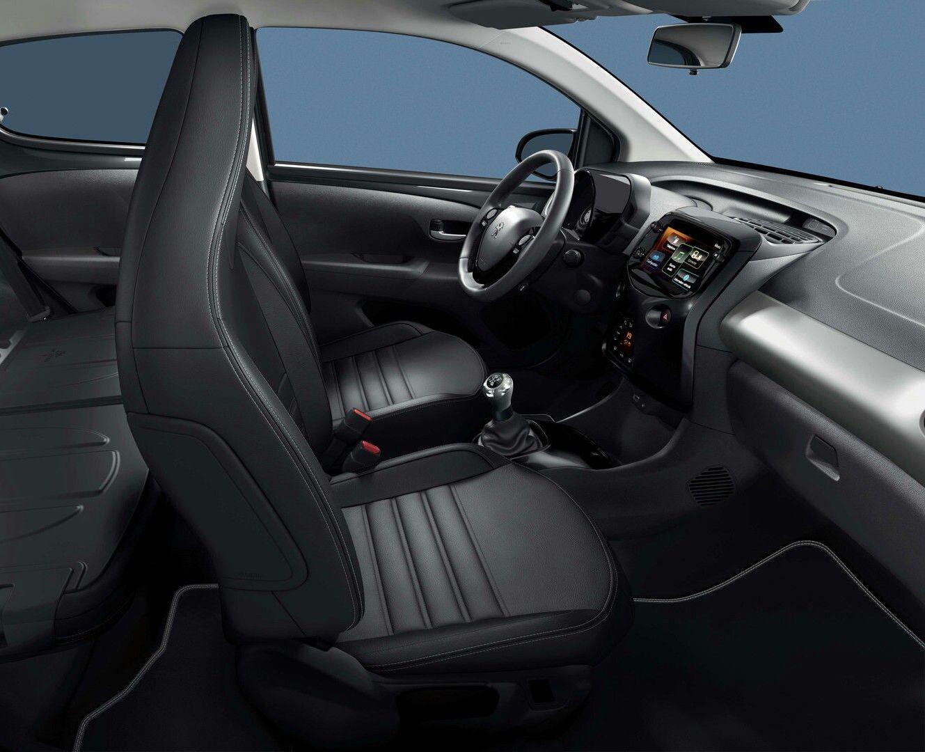 habitáculo do Peugeot 108