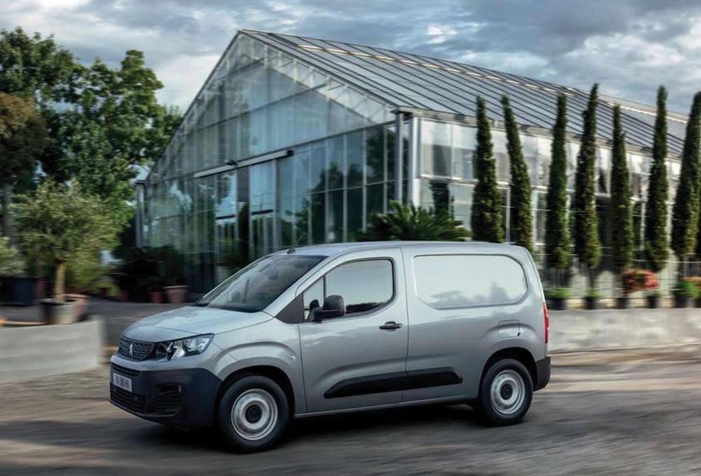 Peugeot Partner em cinzento